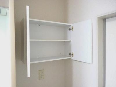洗濯機置き場上部には収納棚が付いています♪洗剤や洗面用品を収納するのも良いですよね!