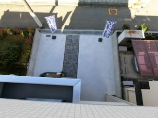上部からみた駐車場 車2台駐車可能