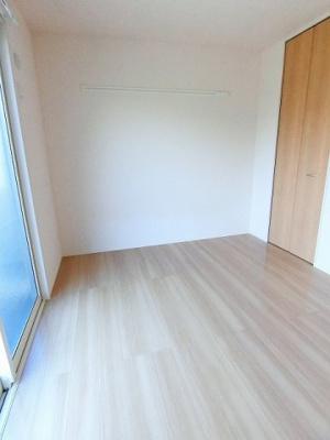 洋室5.2帖のお部屋です!子供部屋や書斎など多用途に使えそう♪ベッドを置いて寝室にするのも良いですね☆