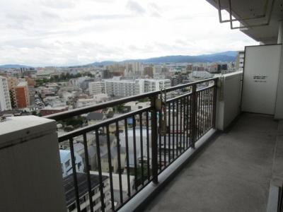 バルコニーからの眺めは最高です。