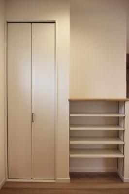 収納です。見える収納と隠す収納。簡単にお洒落に収納できます♪当社施工例です!