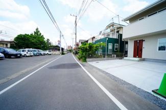 現地写真 駐車スペースは建物南側に並列2台分可能です!