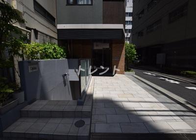 【エントランス】ロイジェント新橋