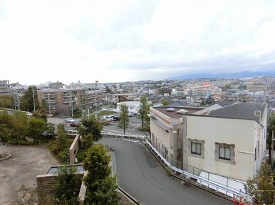 【現地写真】お部屋からの眺望です♪ 高い建物もなく、陽当たりの良いお部屋です♪