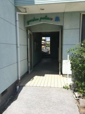 【エントランス】ガーデンパレス泉