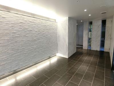 壁面には高級感を醸す大理石や意匠性の高い石貼りタイル!! ディアレイシャス尾久駅前