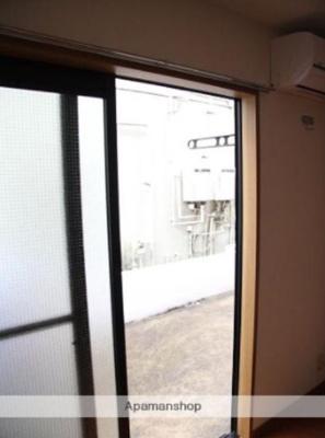 大きな窓で開放感があります。