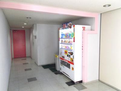 1階エレベーターホール横