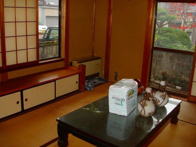キッチンとつながっている居間は10.5帖の和室です