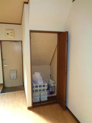 洋室 階段下収納