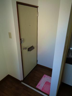 【玄関】ホワイトハイツ 3F