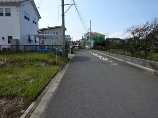 グランファミーロ金田東6 新築一戸建て 袖ヶ浦駅 公道6mある道路は運転が苦手な方でもラクラク駐車可能です♪