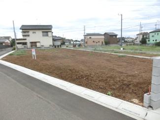 D区画を北東側道路から撮影した外観です。敷地内に電柱が入る予定です。