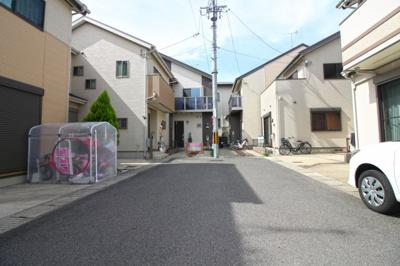 前道が6mある《閑静な住宅街》です。