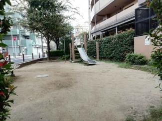 マンション敷地内に遊び場あります♪