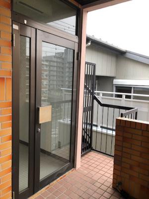 シンプルで使いやすい玄関です 小川ビル