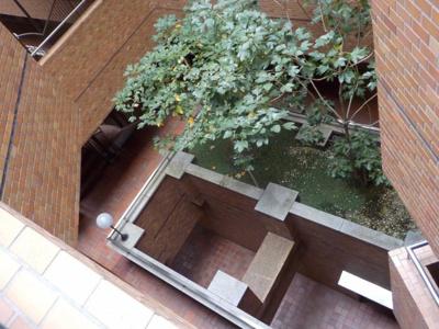 スカイプラザ赤坂 中庭