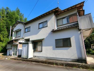 倉庫、駐車場付きです。 バルコニーからは富士山を望みます。周りに家屋が無い為、圧迫感がありません。