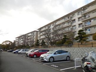敷地内駐車場と外観です