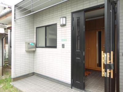 【エントランス】長府才川E邸