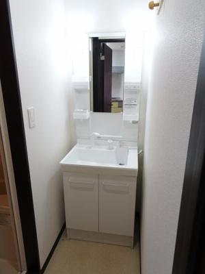 大場ビル 忙しい朝に嬉しい独立洗面台があります