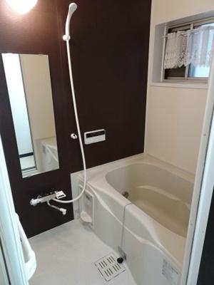 大場ビル やっぱり嬉しいバストイレ別。お風呂は生活時間の異なる二人に嬉しい追い炊き機能付き。