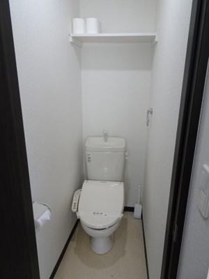 大場ビル やっぱり嬉しいバストイレ別。トイレは快適な温水洗浄機付き。
