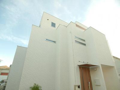 実際に建築したお家の外観の写真になります。外観の色目なども決めて頂く事ができるので、どんなお家になっていくのかワクワクしますね♪
