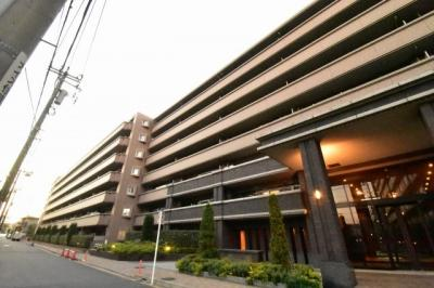JR京浜東北線「鶴見」駅徒歩15分、京浜急行電鉄本線「鶴見市場」駅徒歩7分