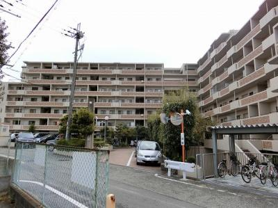 【現地写真】 総戸数181戸の 大型マンションです♪