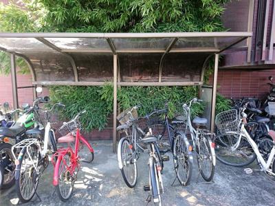 駐輪場は敷地内にございます。