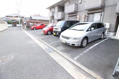 【駐車場】ラフィーネ・吉井