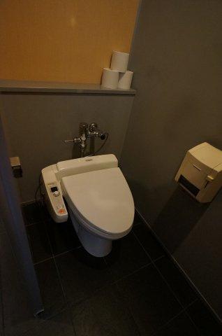 男女別々の共用トイレ有ります。