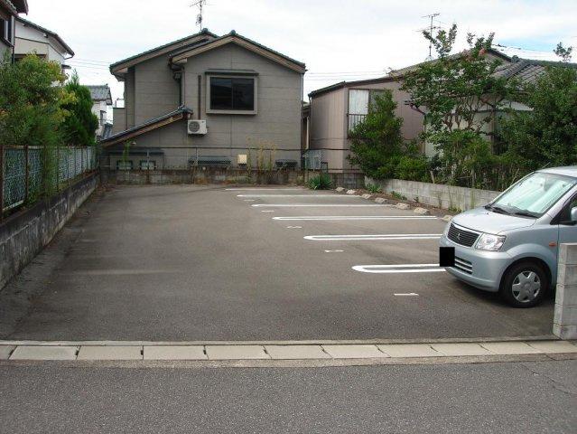 【外観】白銀1駐車場