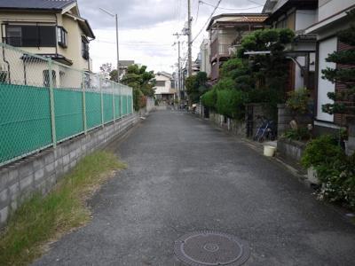 現地の前道の写真になります。