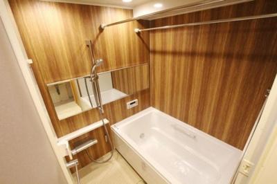 朝日プラザ薬院(1LDK) 木をふんだんに使用したバスルームでくつろぎのひととき。