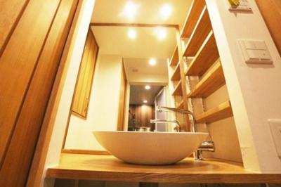 朝日プラザ薬院(1LDK) ホテルのような大型ミラーを設置。広くて明るい空間で身支度も快適に。