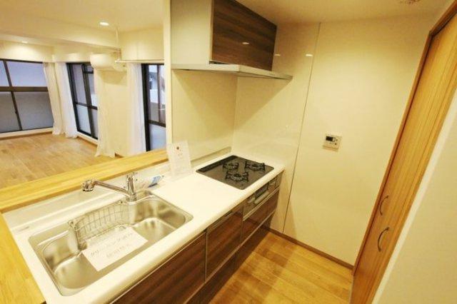 朝日プラザ薬院(1LDK) すっきりとしたデザインの対面型キッチン。