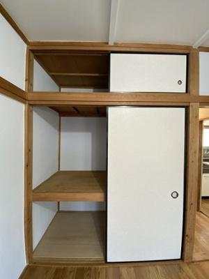 洋室6帖のお部屋にある収納スペースです!寝具など、かさ張りやすいものの収納にぴったり☆お部屋すっきり片付きます♪