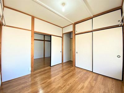 収納スペースのある東向き洋室4.5帖のお部屋です!荷物の多い方も安心の収納力です◎