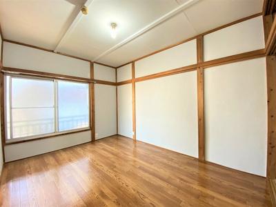 東向き洋室6帖のお部屋です!子供部屋や書斎・寝室など多用途に使えそうなお部屋です♪