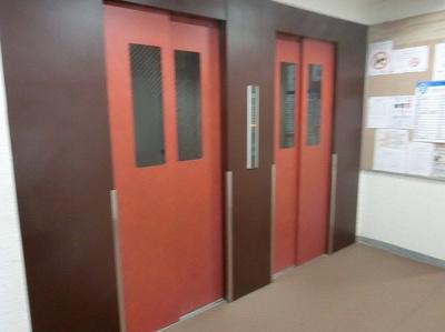 【現地写真】 エレベーターも2基あり、スムーズに乗り降り可能♪