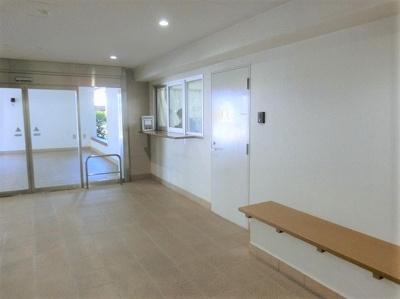 【現地写真】 マンション内には、管理人室もあり、安心ですね♪