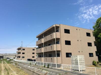鉄筋コンクリート造3階建☆彡  お部屋は2階です★
