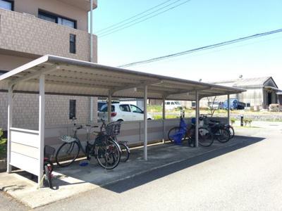屋根付きの駐輪場もあります!!