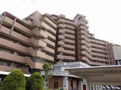 【現地写真】 総戸数142戸のマンションです♪