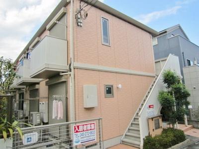 小田急線「百合ヶ丘」駅より徒歩3分!便利な立地の2階建てアパートです♪通勤通学はもちろん、お買い物やお出かけにもGood☆