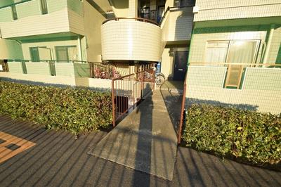 【エントランス】第9摂津グリーンハイツ 株式会社Roots