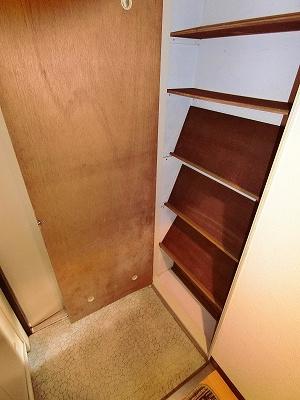 シューズボックスがあるので靴が散らからずいつでも玄関すっきり♪お客様もスムーズにお出迎えできますね☆