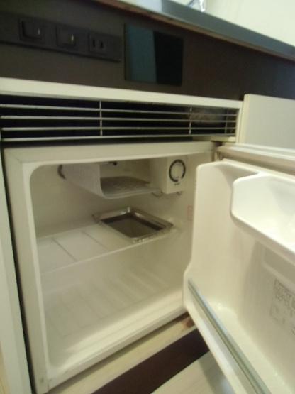 ミニ冷蔵庫付きでペットボトルや缶ジュースなどを手軽に冷やしておけます☆※参考写真※